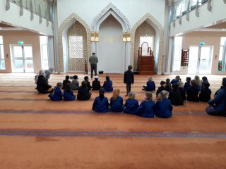 Hulme Grammar Preparatory School visit to Oldham Centreal Mosque