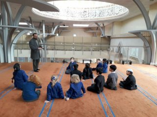 Fazal Rahim with pupils of Hulme Grammar Preparatory School