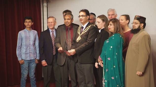 The Mayor of Oldham and Oldham Interfaith Forum Members at Festival of Light 2015