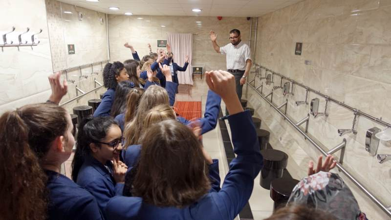 Hulme Grammar Girls visit to local Mosque - News, Oldham Interfaith